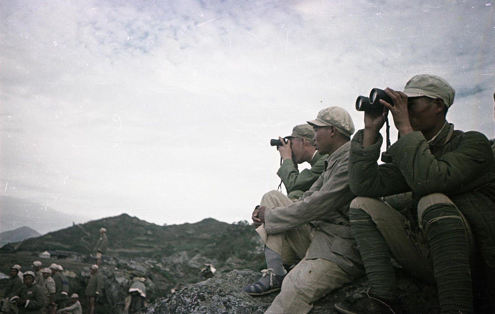 1949. Бойцы Народно-освободительной армии Китая. Наблюдательный пункт