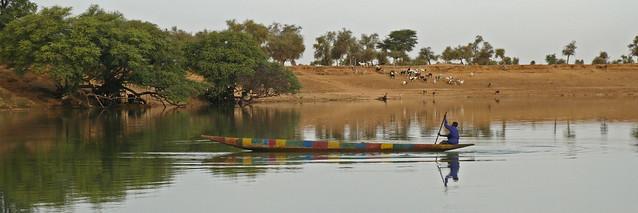 crossing the river / la traversée