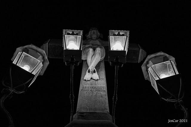 Córdob de noche, Pz. de Capuchinos, Cristo de los Desagravios y Misericordia, conocido popularmente como el Cristo de los Faroles - JosCar-150921-1 (30)