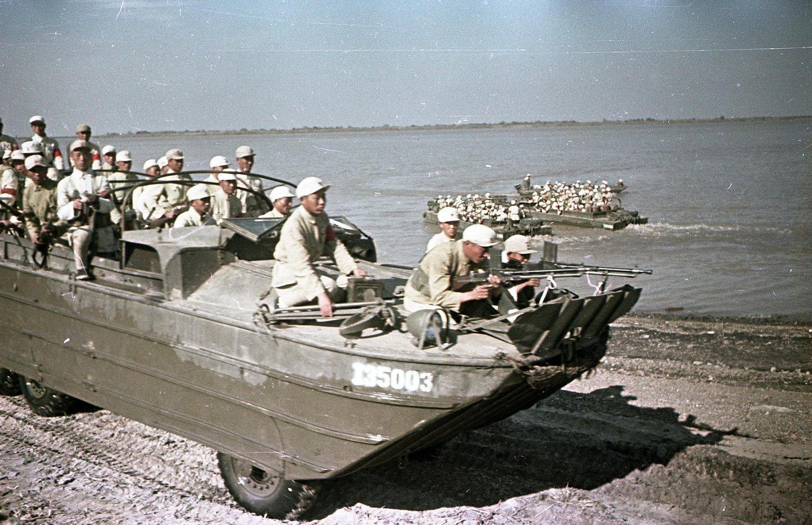 1949. На реке Янцзы. Десант4