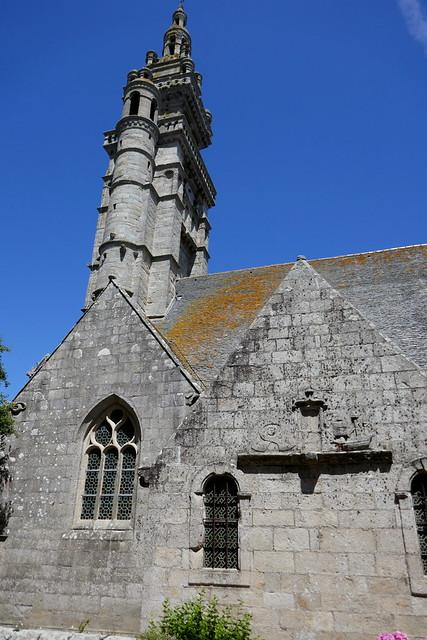 Eglise gothique Notre-Dame de Croaz Batz et clocher Renaissance, Roscoff, Pays de Léon, Finistère, Bretagne, France.