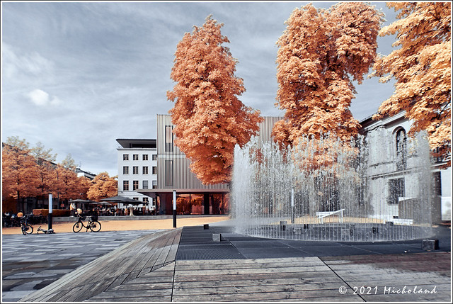 'Space in Action / Action in Space' by Jeppe Hein - IR