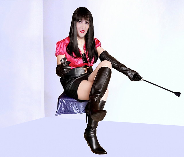301_part 4-(Continued from 300) Mistress Jobeth vs. James Bond. Bond saw her sitting in an amorous DOM siren style.