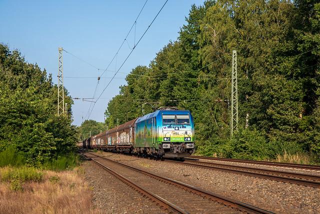 Bunte moderne Bahn in Münster