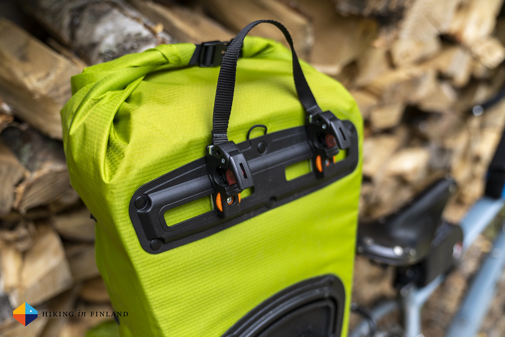 Vaude Aqua Back Light Pannier Bag top attachment mechanism