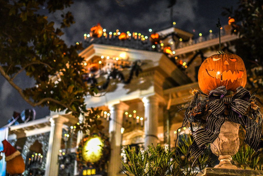 Jack o lantern Haunted Mansion Holiday DL