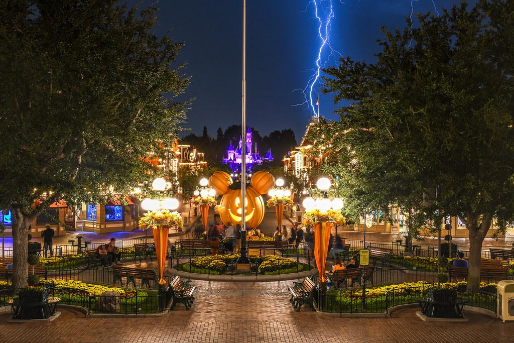 Lightning by castle DL