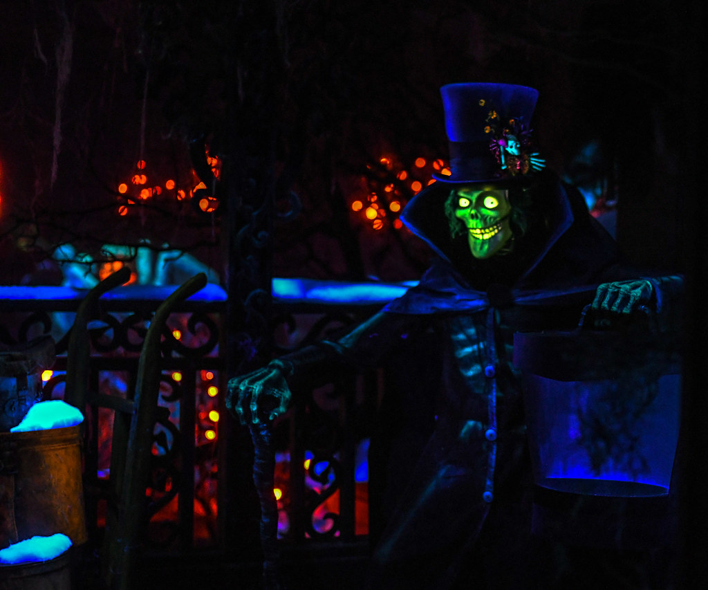 Hatbox Ghost Haunted Mansion Holiday DL