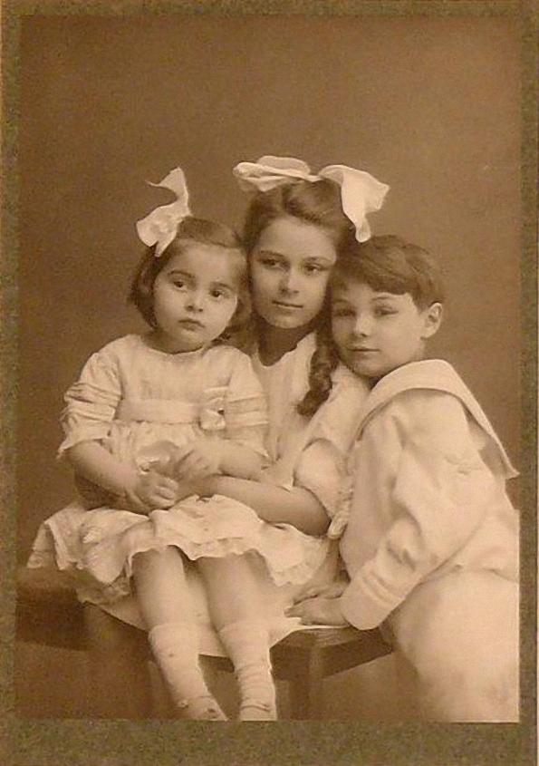 1914. Дети А.Н. Скрябина и Т.Ф. Шлёцер Марина, Ариадна, Юлиан
