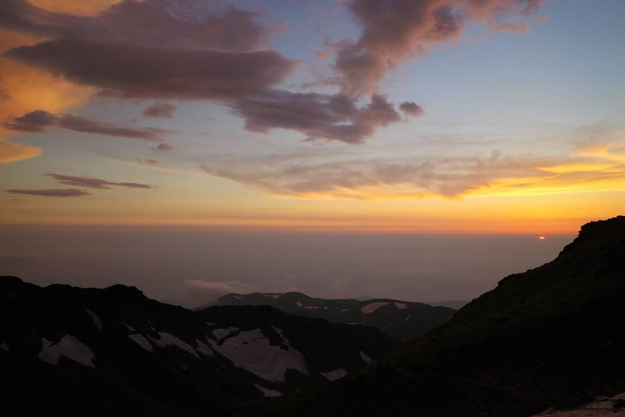 鳥海山山頂で迎える日没