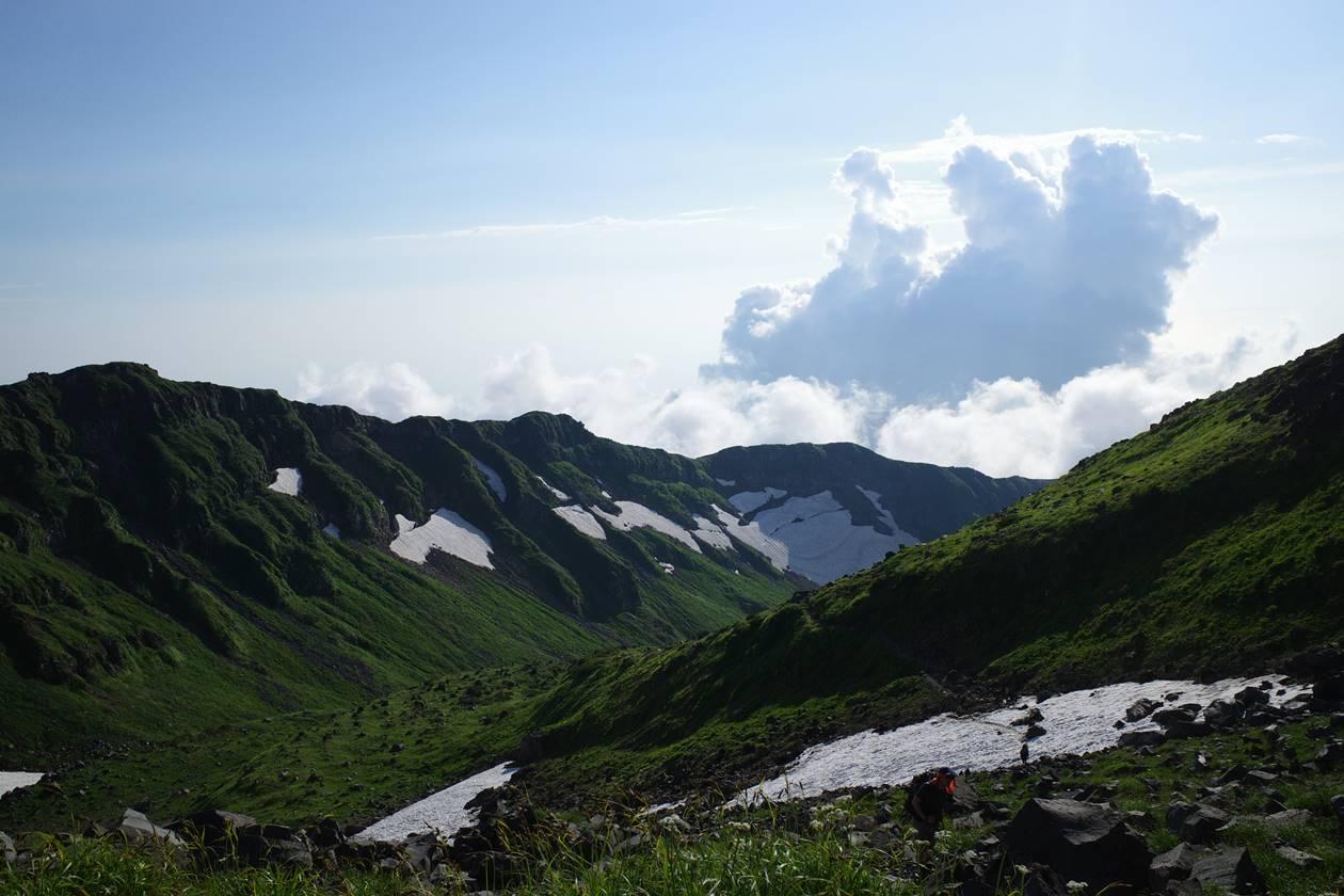 夏の鳥海山の風景