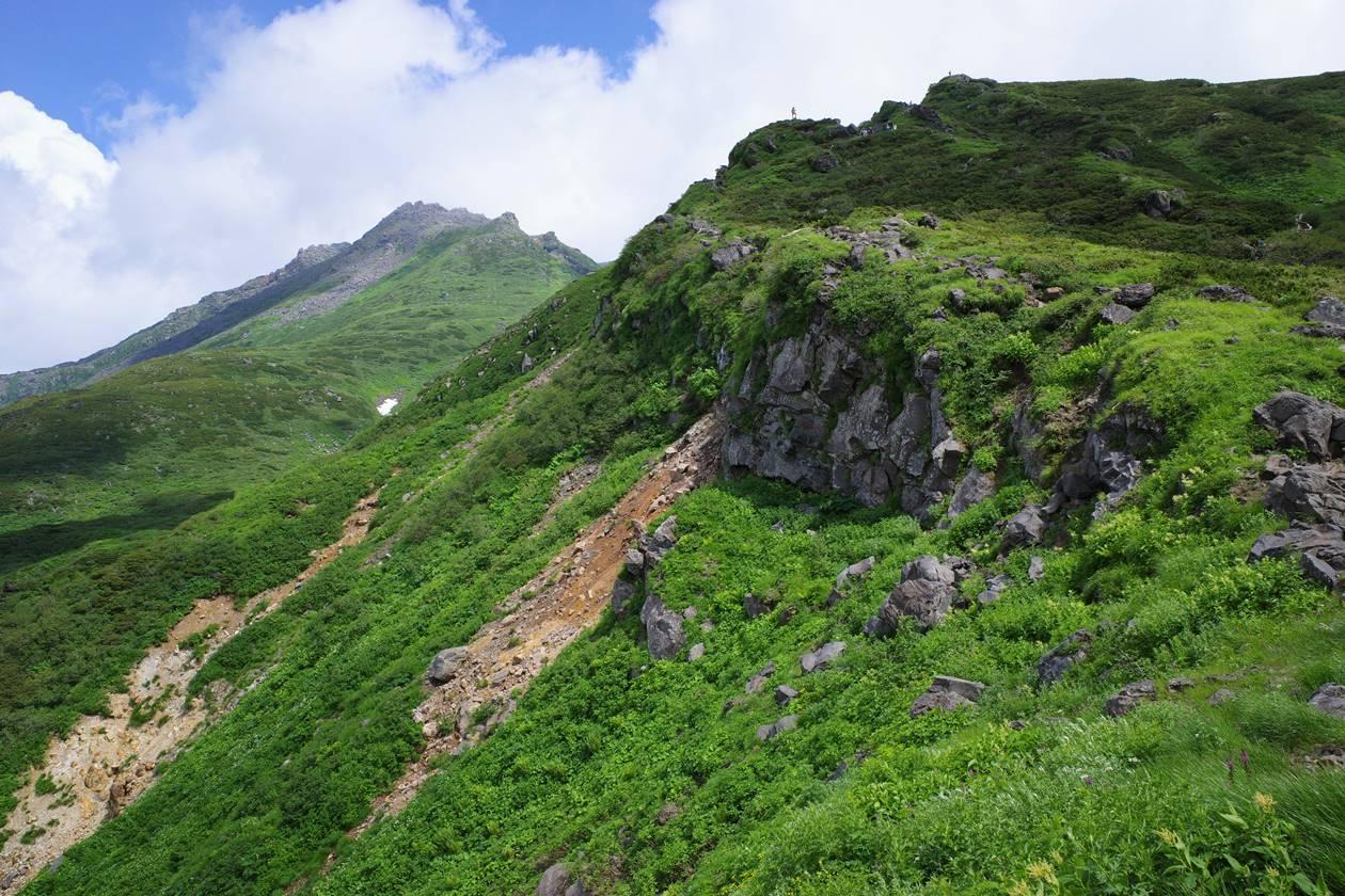 鳥海山 外輪山の絶壁