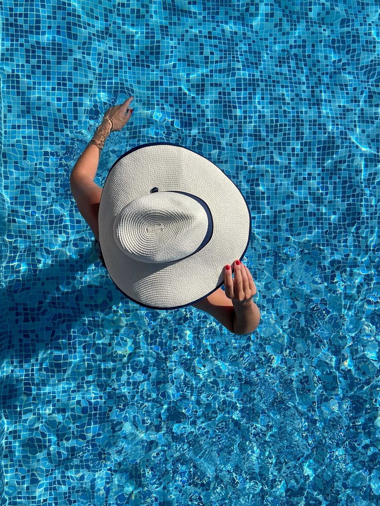 The pool, the Hat and the Lady