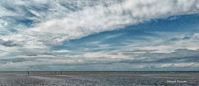 Quitter la plage avec l'arrivée de la marée haute    Leaving the beach with the tide coming in