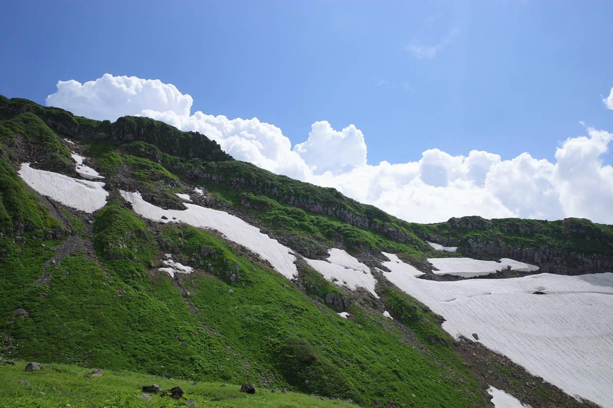 夏の鳥海山・外輪山の稜線