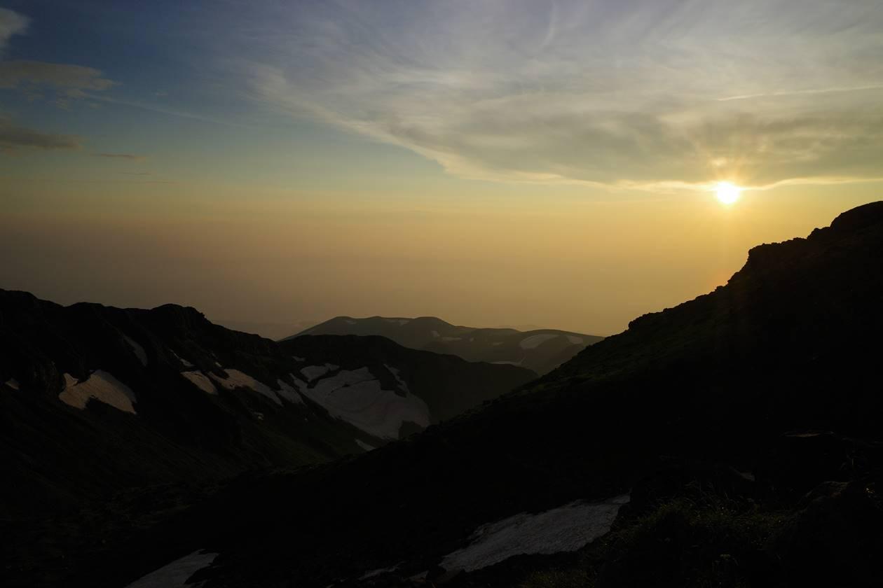 鳥海山から眺める夕日