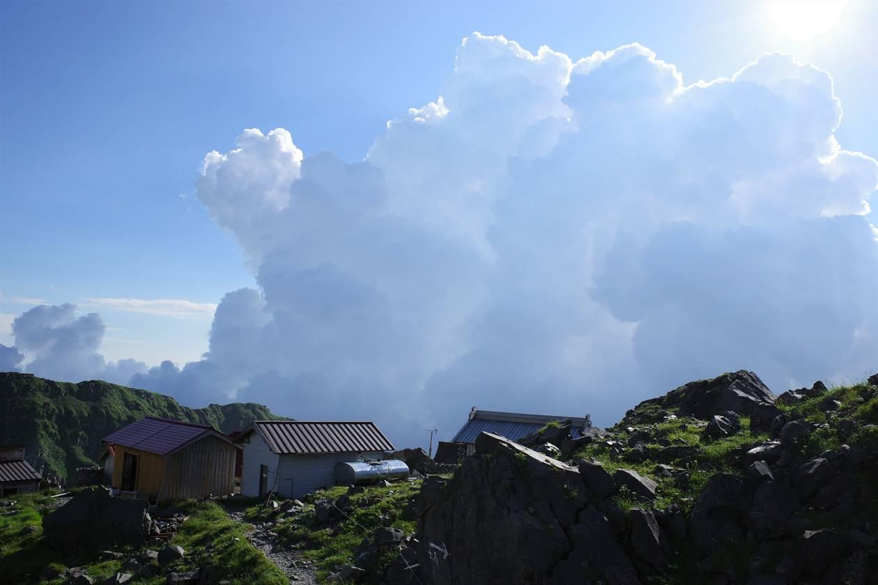 鳥海山から見る積乱雲