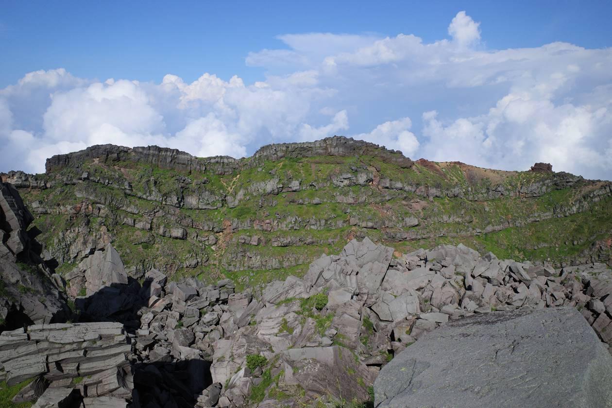 鳥海山 新山から眺める七高山