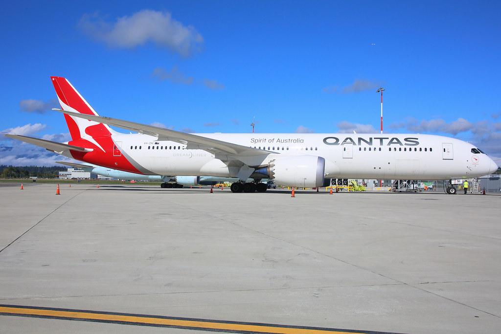Qantas_VH-ZNI_h