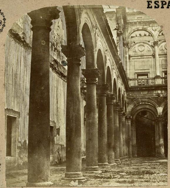 Patio del Alcázar de Toledo en 1857 por Eugène Sevaistre. Archivo Municipal, Ayuntamiento de Toledo (Colección Luis Alba)