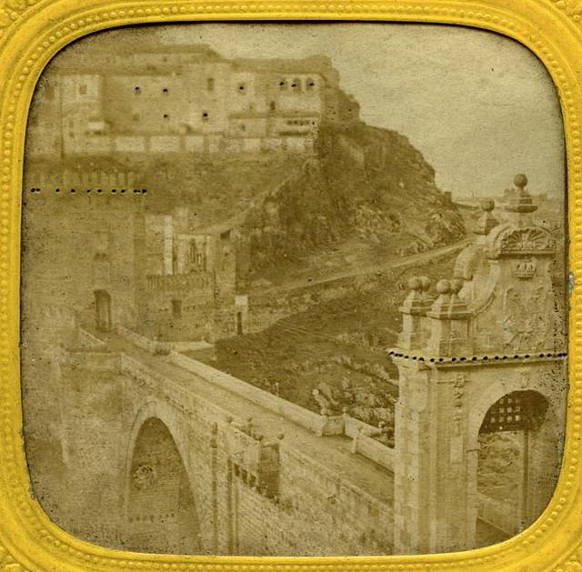 Puente de Alcántara de Toledo en 1857 por Eugène Sevaistre. Archivo Municipal, Ayuntamiento de Toledo (Colección Luis Alba)