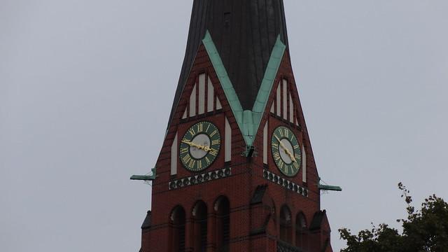 1896/98 Berlin Uhr neogotische evangelische Trinitatis-Kirche von Johannes Vollmer/Heinrich Jassoy von Karl-August-Platz in 10625 Charlottenburg