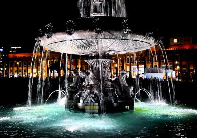 Germany, Deutschland , Brunnen auf dem Schlossplatz............    OFF for some days