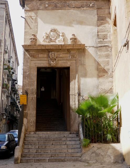 Entrée de l'oratoire de Santa Cita, via Squarcialupo, Palerme, Sicile, Italie.