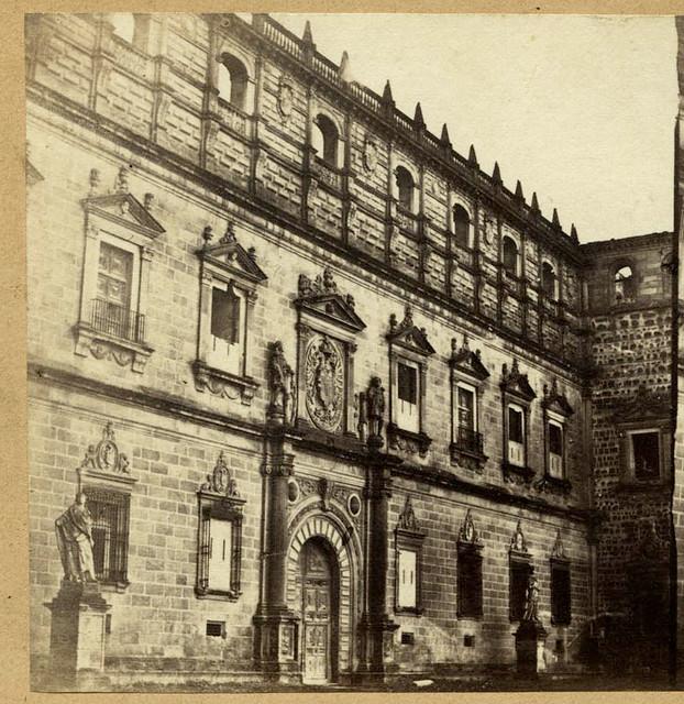 Fachada de Covarrubias del Alcázar de Toledo en 1857 por Eugène Sevaistre. Archivo Municipal, Ayuntamiento de Toledo (Colección Luis Alba)