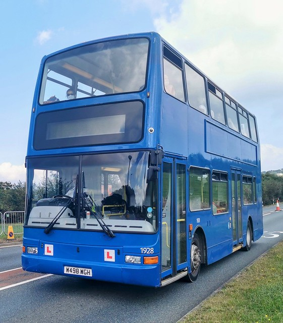 Southern Vectis Driver Trainer 1928 is on Fairlee Road while on a festival shuttle. - W498 WGH - 16th September 2021
