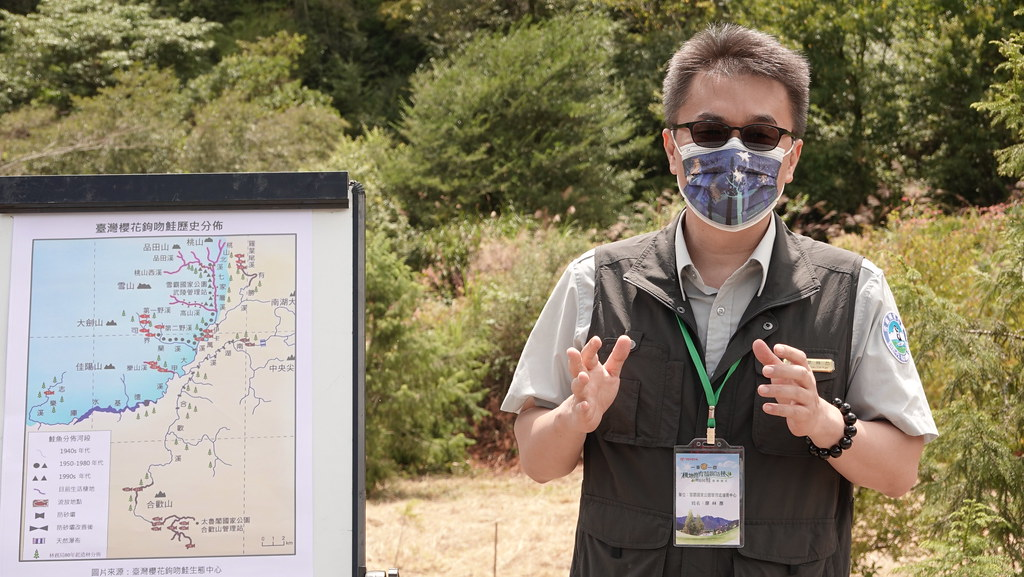 雪霸國家公園武陵管理站主任廖林彥投入櫻花鉤吻鮭保育超過20年。孫文臨攝