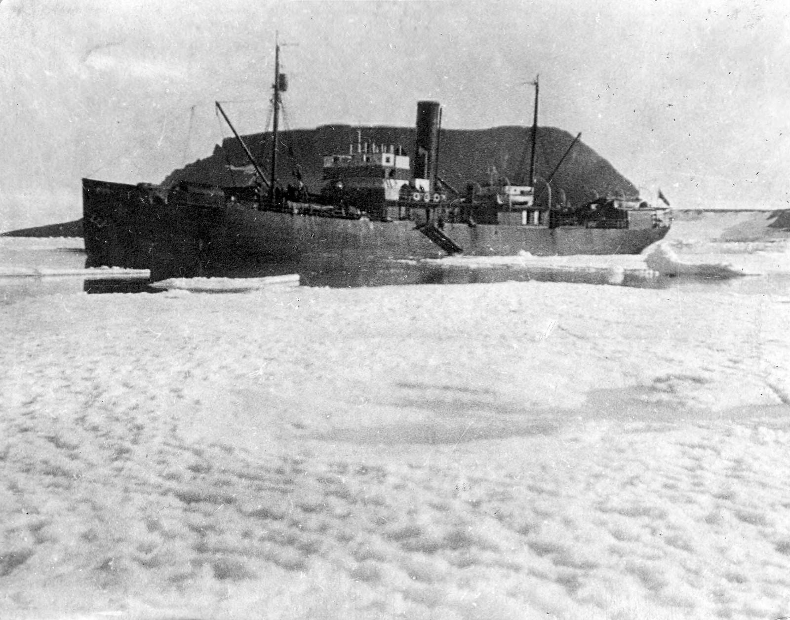 Ледокольное судно