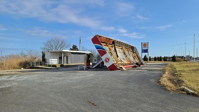 Abandoned gas station near Absecon, New Jersey [01]