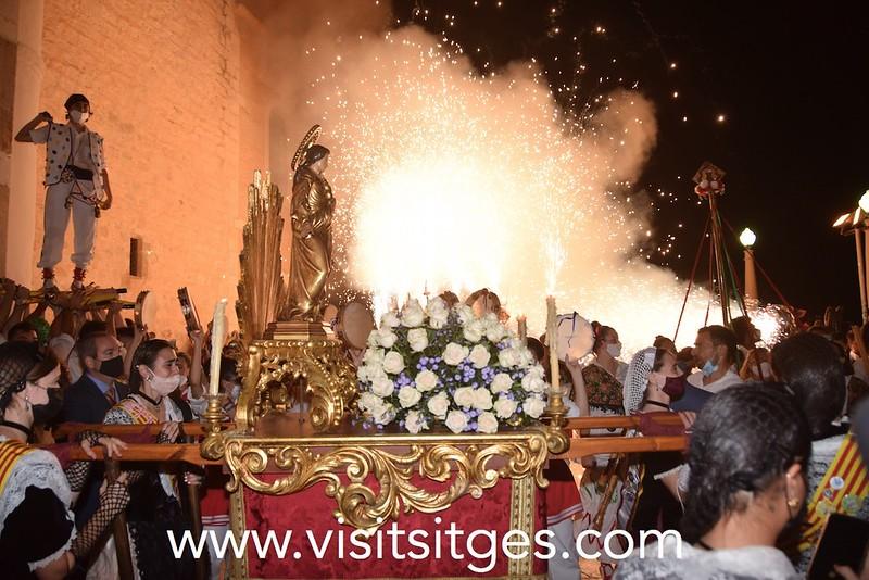Sitges despide, con pasión, la fiesta mayor en honor a Santa Tecla con un pasacalle intenso en sentimientos