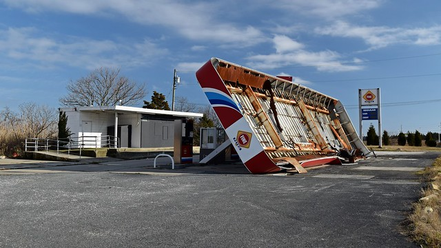 Abandoned gas station near Absecon, New Jersey [02]