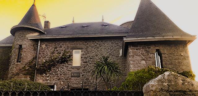 Manoir breton en pierres.