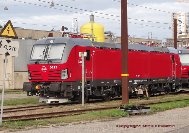 New Siemens Vectron DSB EB 3222 has been washed unlike most of their locos each month this year
