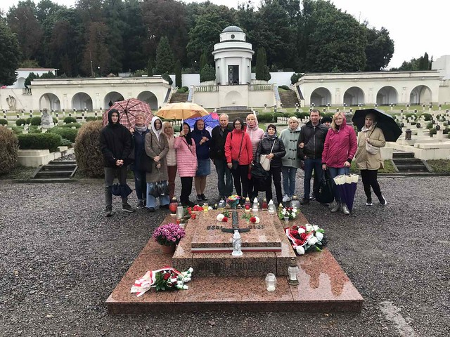 Cmentarz Orląt Lwowskich, w dniu 19 września br. wspólnie zapaliliśmy znicze na Mogile Pięciu Nieznanych z Persenkówki