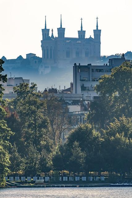 La basilique de Fourvière depuis le parc de la Tête d'or
