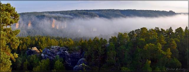 Nebelmorgen auf dem Rauenstein