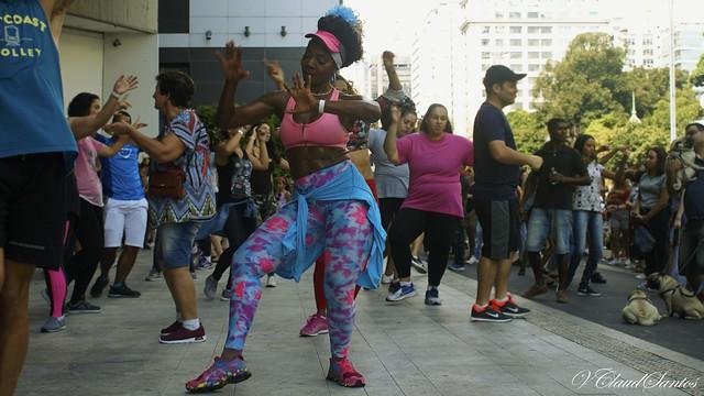 Time to dance and have fun - Hora de dançar e se divertir