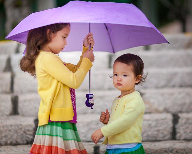 Sisters w Umbrella