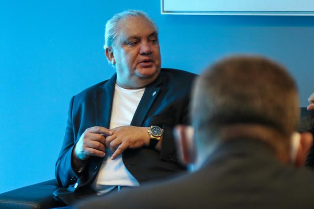 Vista do coordenador das Seleções Brasileiras de Base e Olímpica