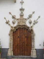 Porte de style manuélin de l'Hôtel de Ville, plaza de la Constitución, Olivenza, comarque des Llanos de Olivenza, province de Badajoz, Estrémadure, Espagne.