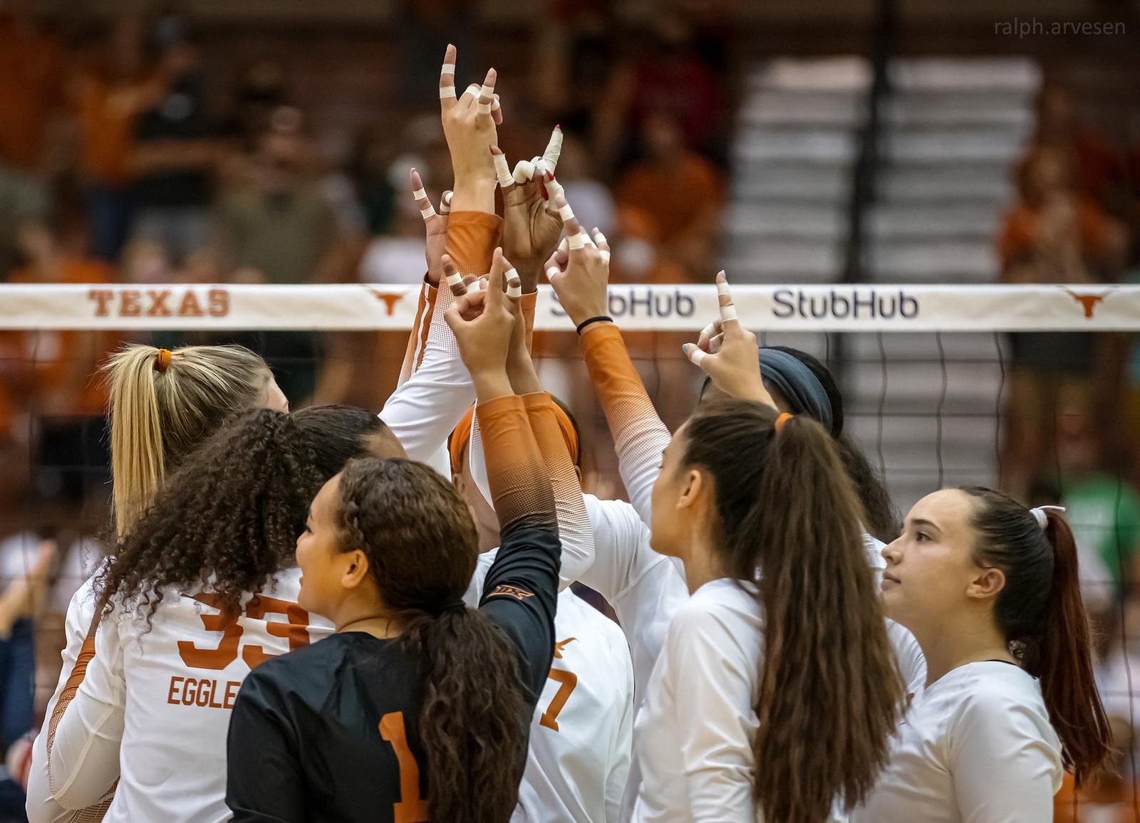 Texas Volleyball | Texas Review | Ralph Arvesen