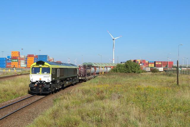 Railtraxx 266 024 met containertrein te Antwerpen