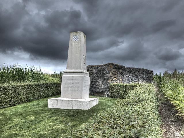 999 002 Flanders War Memorial Along the road