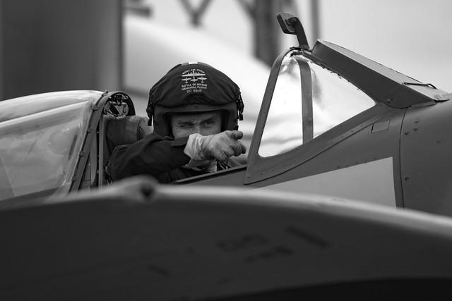 Pointing Pilot Mono