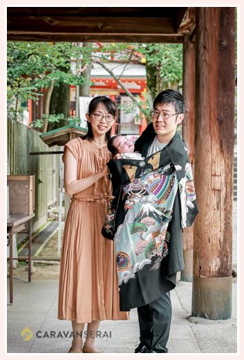 愛知県犬山市の大縣神社へ ぐっすり眠る赤ちゃん パパが抱っこ