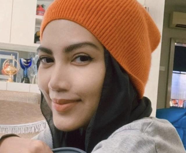 'Saya Bertarung Sakit, Anda Sibuk Cakap Soal Mati' - Elyana
